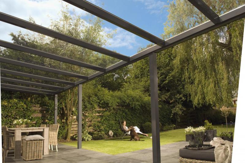 Copertinele pentru terase: metalice, din lemn, din sticlă sau din PVC?